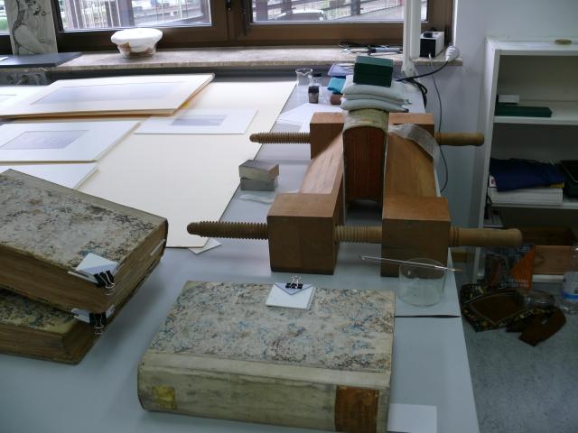 Die Einbände werden für das Sammlermuseum zur Zeit restauriert.
