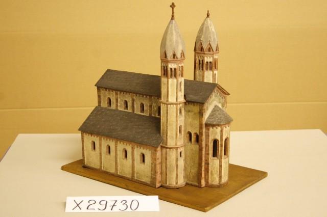 historisches museum frankfurt: modell der leonhardskirche