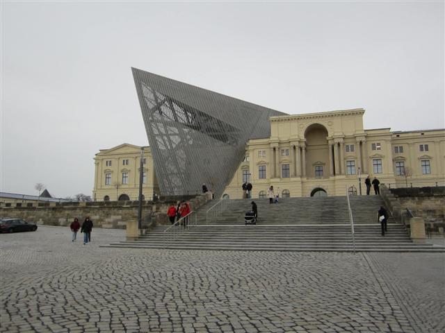 historisches museum frankfurt: Besuch im Mhm Dresden: Keil von Libeskind
