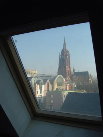 historisches museum frankfurt: Ausblick aus der Museumsbibliothek im Dachgeschoss des Altbaus
