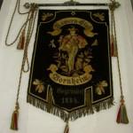 historisches museum frankfurt: Vorderseite der Fahne des Käwern Club Bornheims von 1888