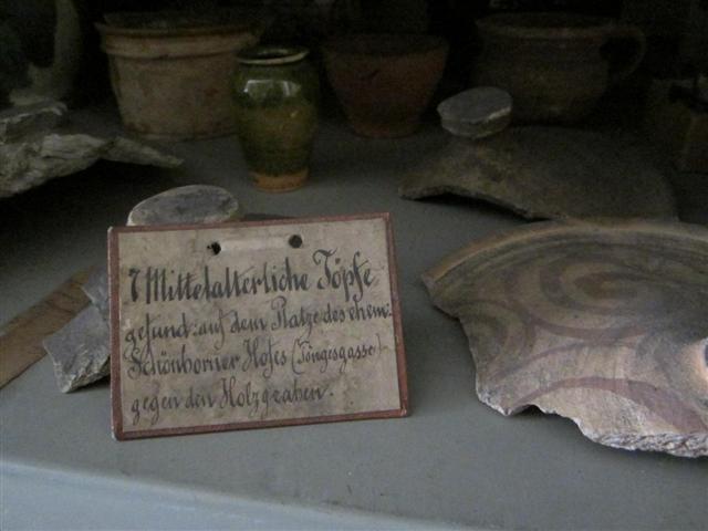 historisches museum frankfurt: Beschriftung