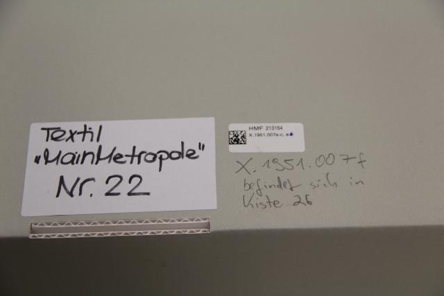 historisches museum frankfurt, Karton mit Objekt
