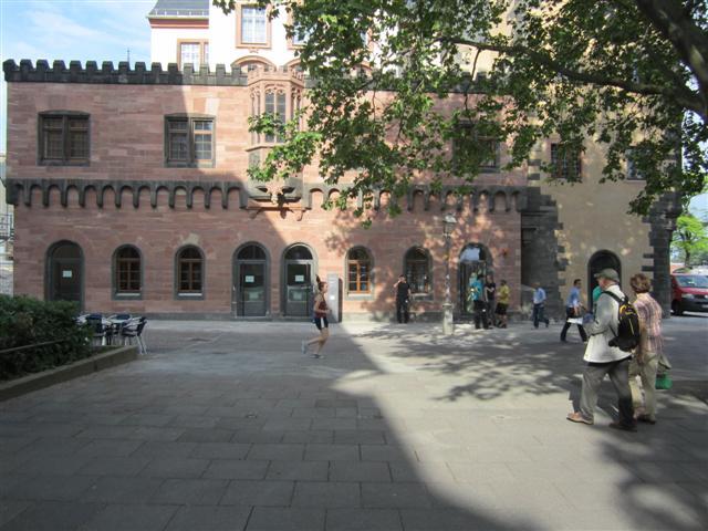 historisches museum frankfurt: neuer Eingang im Zollgebäude