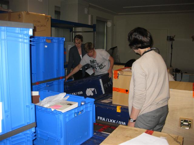 historisches museum frankfurt: Viele Kisten, aber die richtige muss gefunden werden