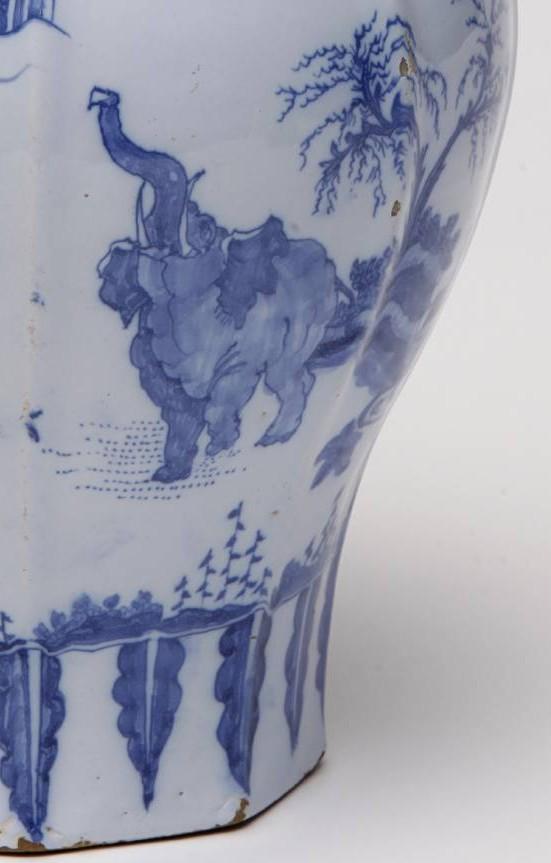 historisches museum frankfurt: Detail einer Fayence - Elefant