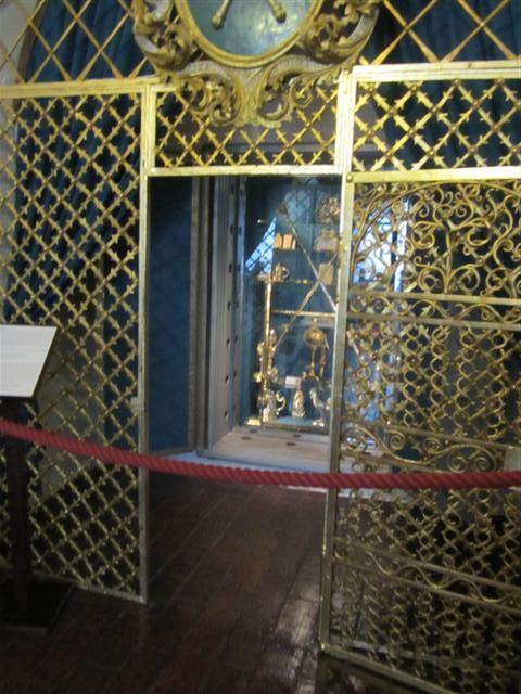 historisches museum frankfurt: der Globus Jagellonicus in Krakau