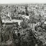historisches museum frankfurt:  Blick vom Dom auf den Römerberg 1947_Ph7375