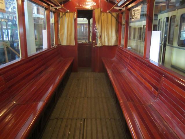 historisches museum frankfurt: ein Wagen von innen