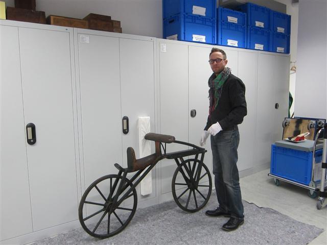 historisches museum frankfurt: neuer holzrestaurator