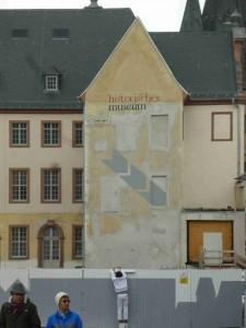 historisches museum frankfurt: Bauzaun-Bemalung