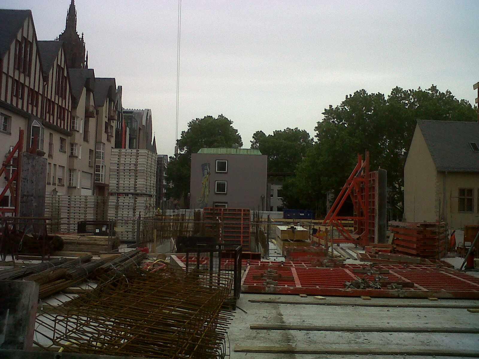 historisches museum frankfurt: Blick in die Baugrube – Ausstellungsraum und Museumsplatz