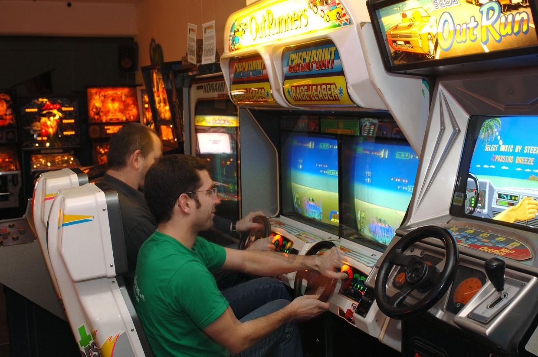 historisches museum frankfurt: Videospielautomat, Outrunners, Foto: Retrogames e.V
