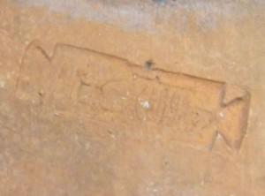 "historisches museum frankfurt: Detail des Ziegelstempels ""LEG XIIII"""