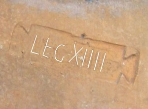 """historisches museum frankfurt: Umzeichnung des Ziegelstempels """"LEG XIIII"""""""