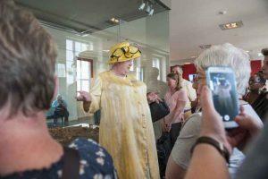 historisches museum frankfurt: Lisbet Windsor führt während des Museumsuferfestes 2015, Foto: P. Welzel