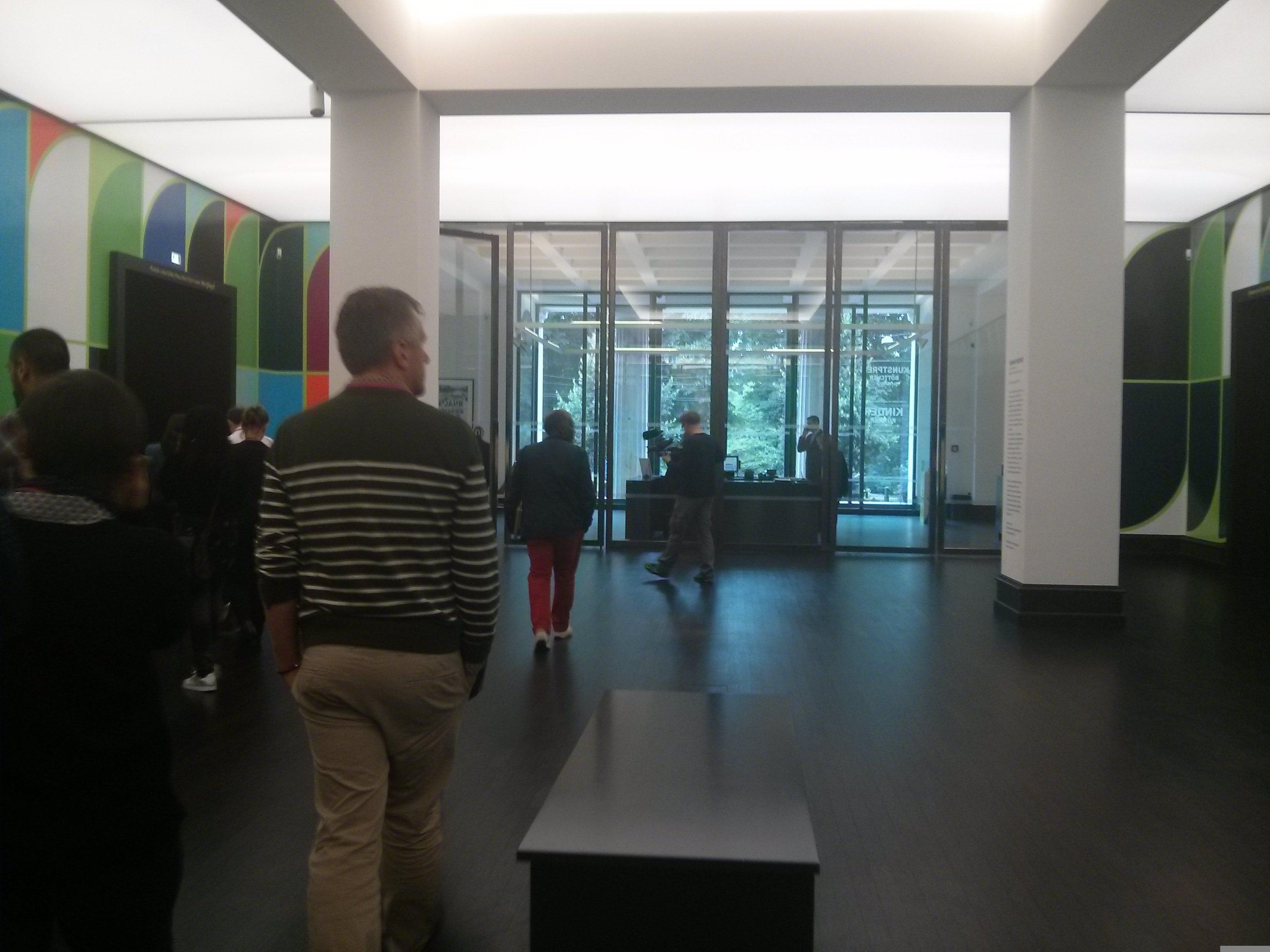 historisches museum frankfurt: Rio de Janeiro inspired Bremen Kunsthalle hall colors