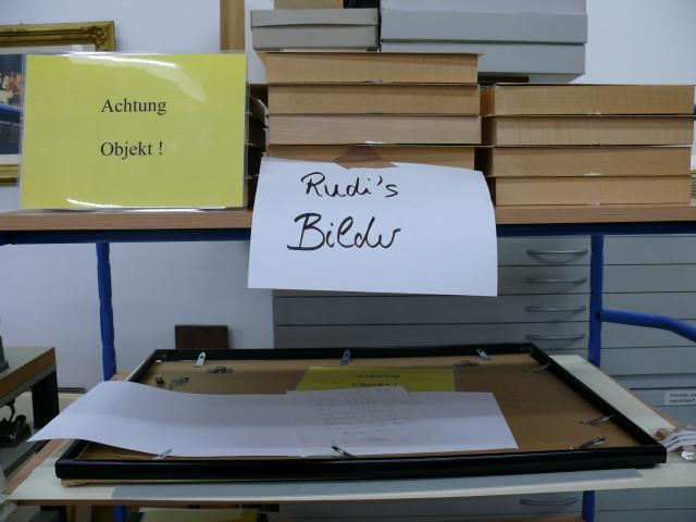 historisches museum frankfurt: Ausstellung Rudis Bilder – noch verpackt