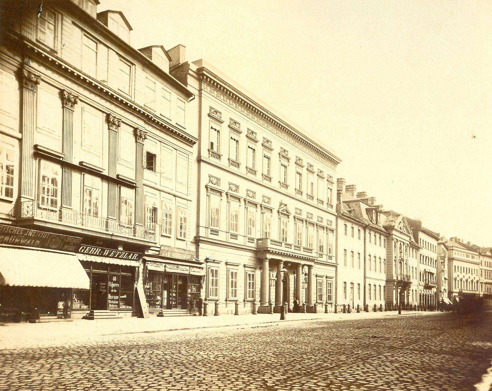 historisches museum frankfurt: Der Russische Hof auf der Zeil, um 1900.