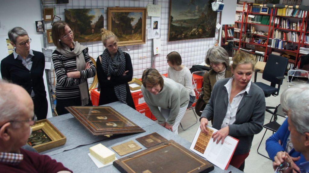 Historisches Museum Frankfurt: Schulterblick in der Gemaeldeabteilung