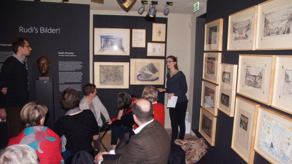 historisches museum frankfurt: Schulterblick mit Kuratorin in Rudi's Bilder