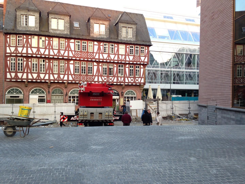 historisches museum frankfurt: Die Anlieferung des Persikops 2