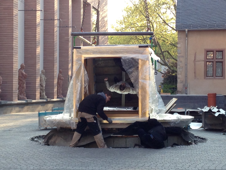 historisches museum frankfurt: Die Anlieferung des Persikops 8