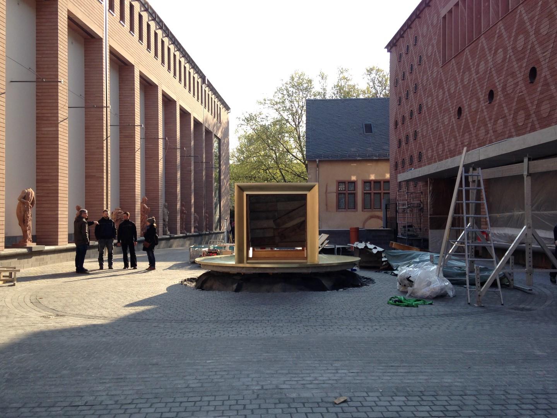 historisches museum frankfurt: Die Anlieferung des Persikops 10