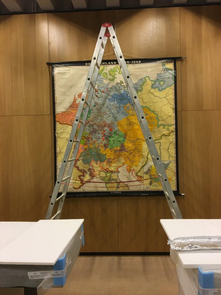 historisches museum frankfurt: im Muenzenreich hängt ein Provisorium