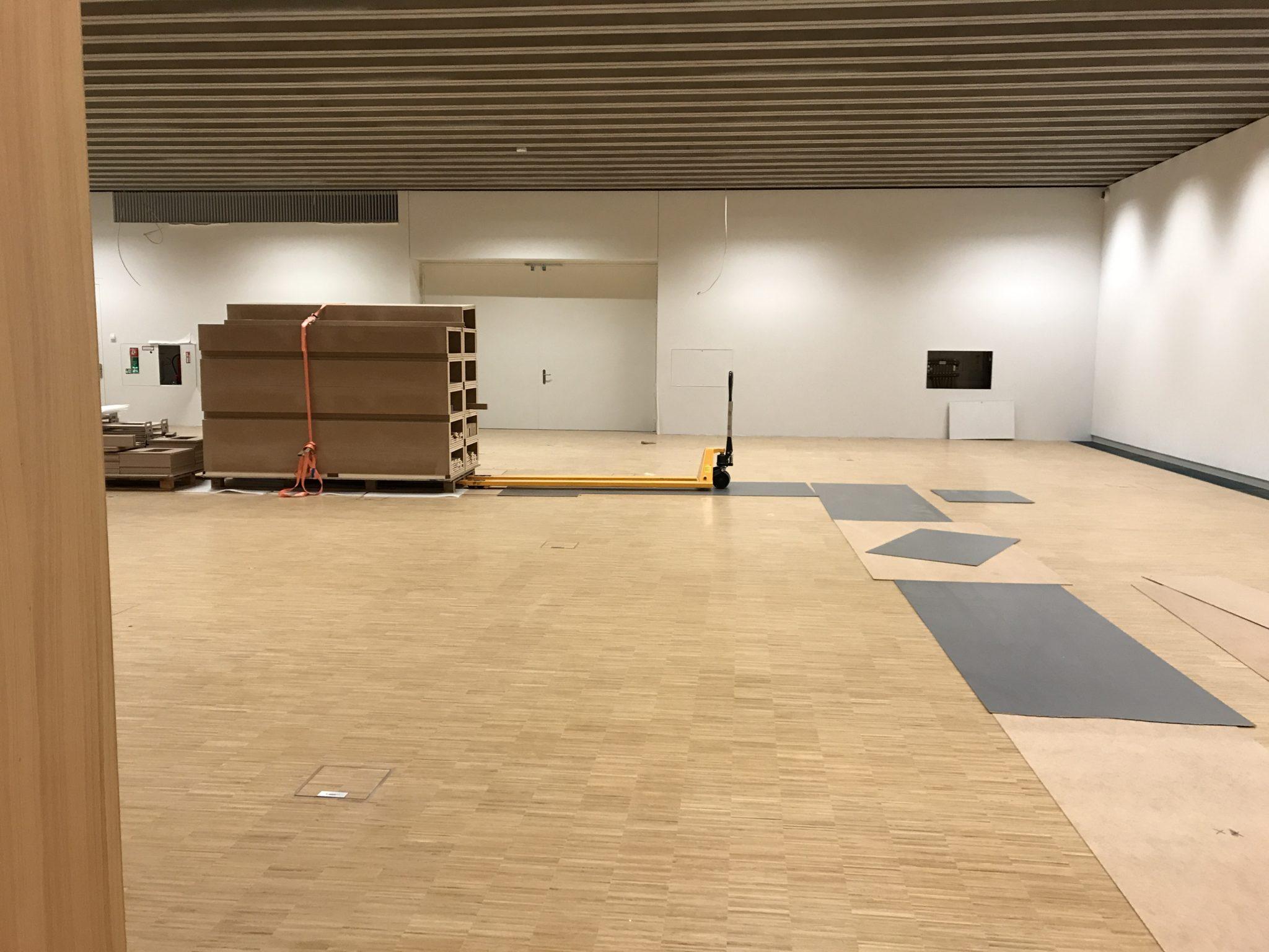 Noch wird der Sonderausstellungsraum als Zwischenlager genutzt: die neuen mobilen Museumsstellwände sind da!