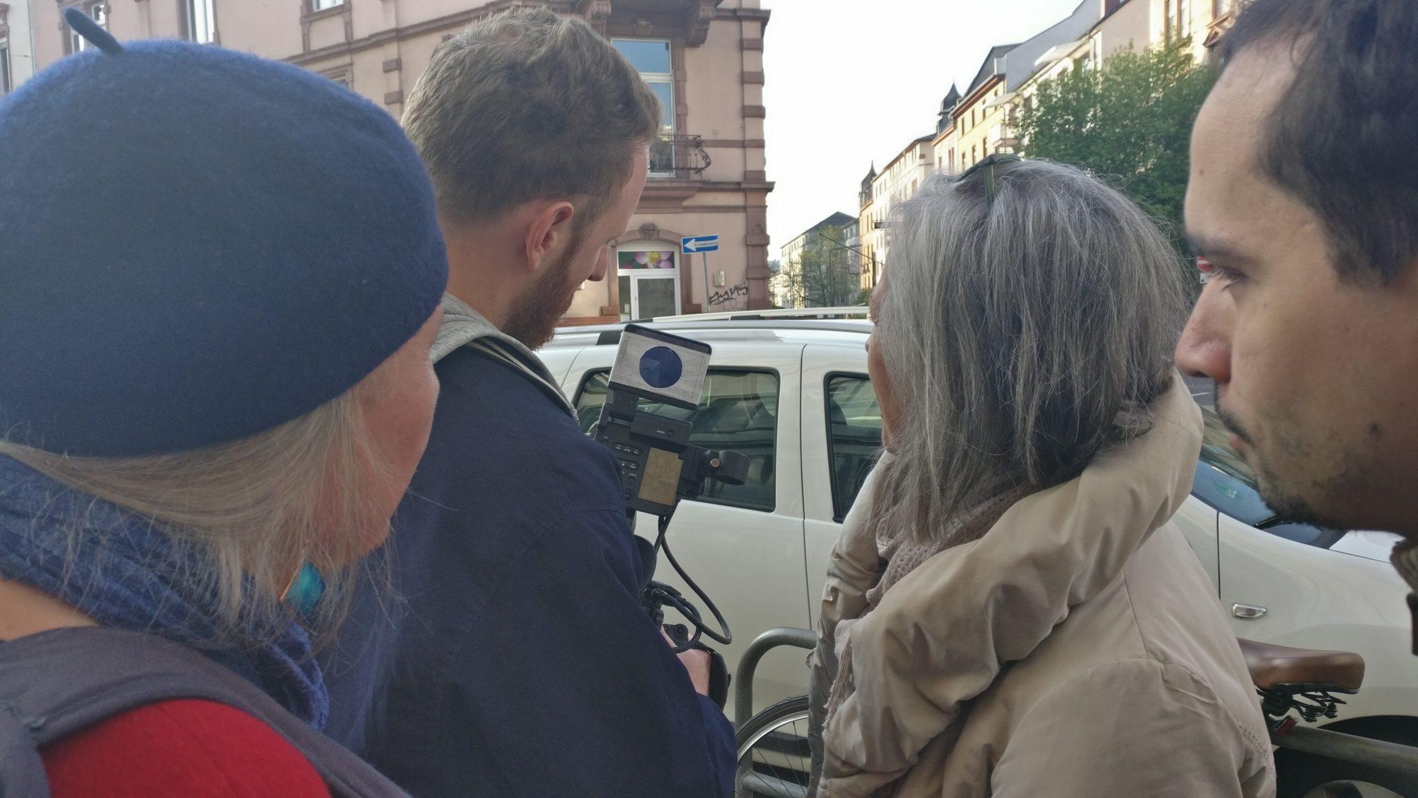 Julian Vogel discusses the scenes with Stadtlaborantinnen (05.08.2017)