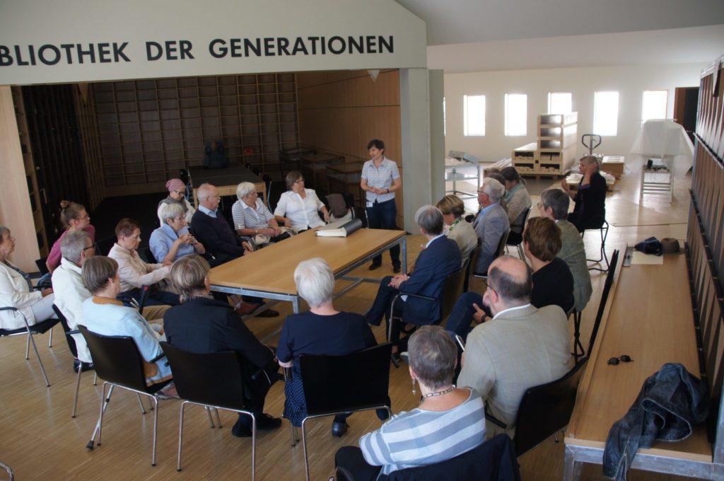 historisches museum frankfurt: Die Bibliothek der generationen kurz vor dem Einzug