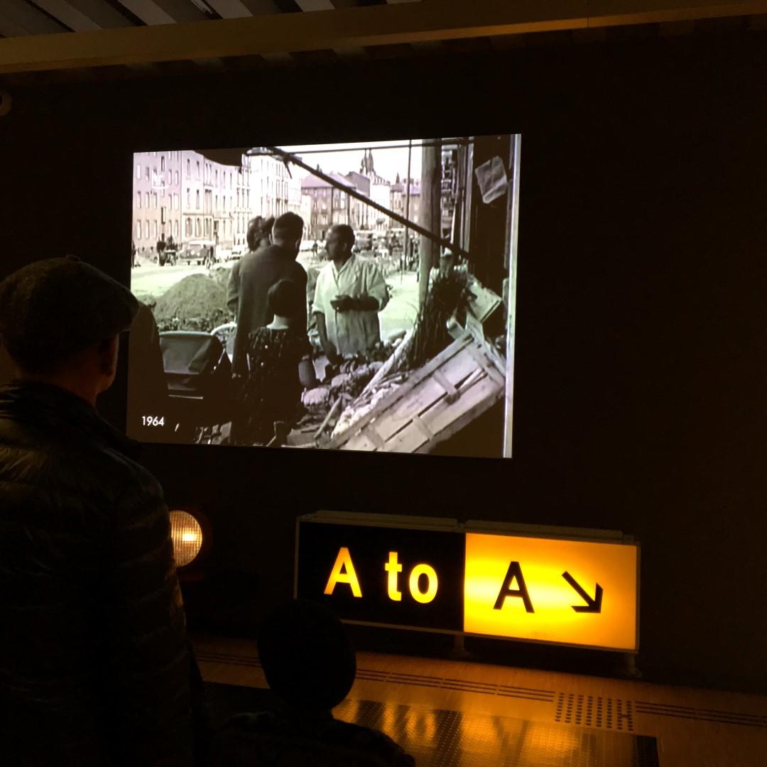 Historisches Museum Frankfurt: Ausruhen in der Flughafen-Lounge