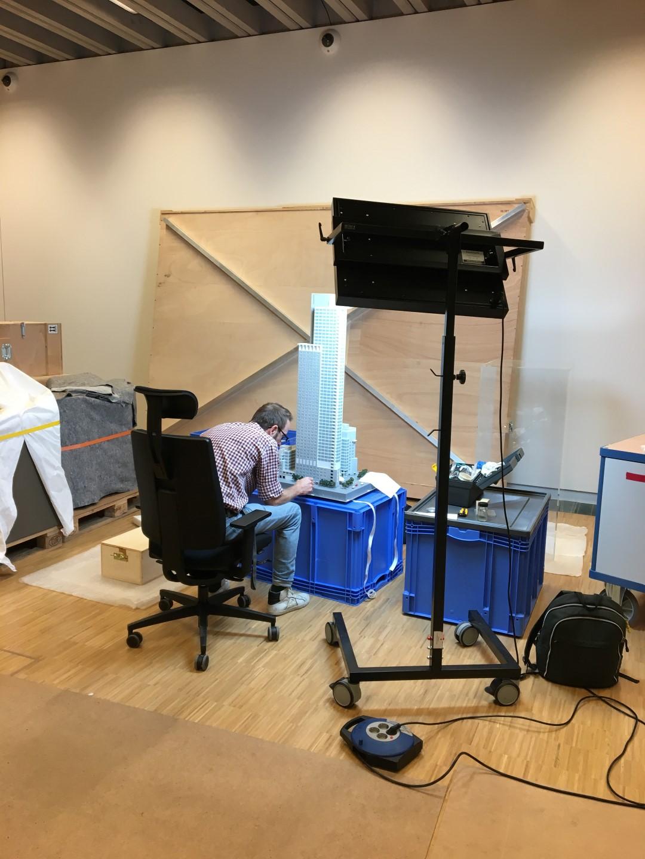 Historisches Museum Frankfurt: Frankfurt Einst? - Die Hochhausmodelle werden bearbeitet