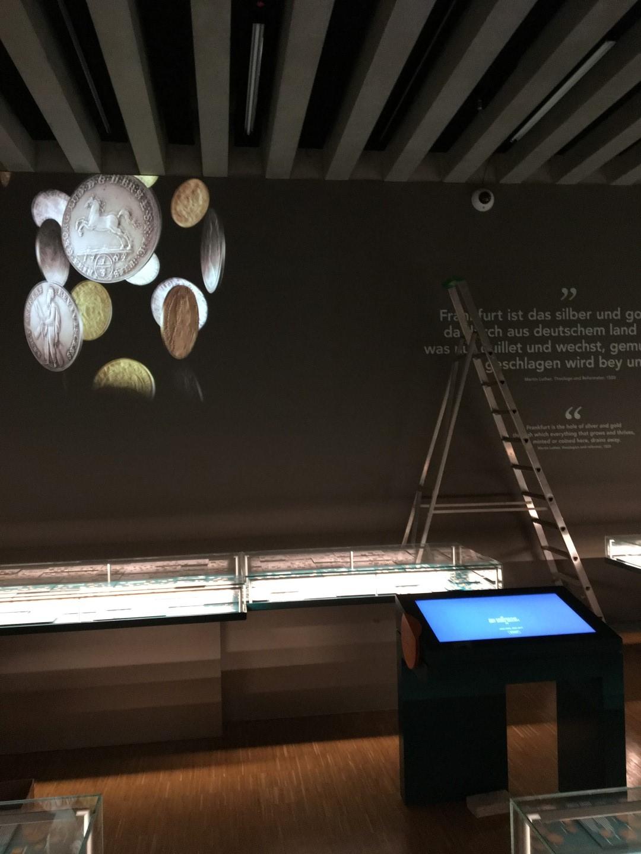 Historisches Museum Frankfurt: Frankfurt Einst? Die Projektion im Muenzenreich wird getestet