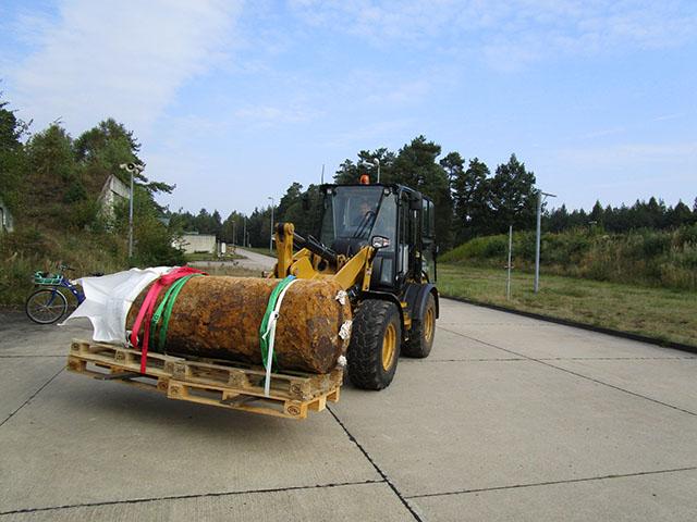 Die Luftmine wird zur Säge transportiert