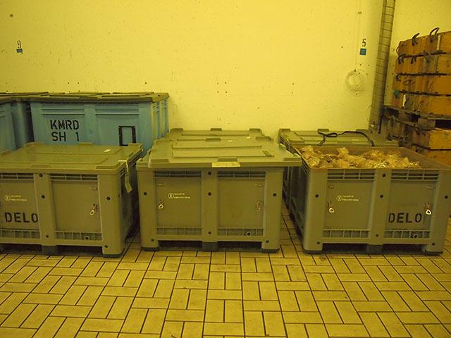 Auf diese fünf Palettenboxen sind 1400 Ein-Kilogramm Tüten mit Sprengstoff verteilt