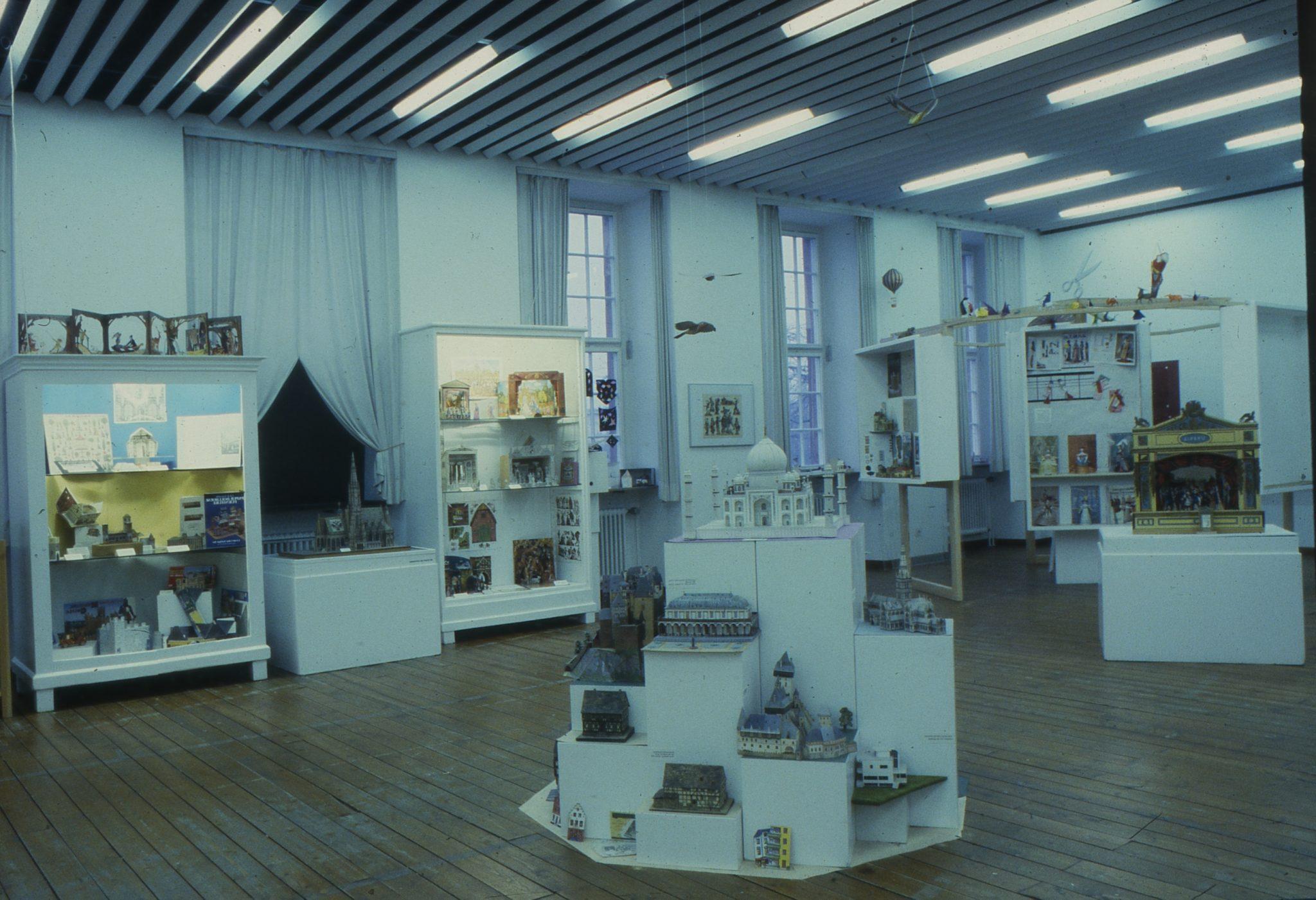 Kindermuseum Frankfurt - Kleine Welt aus Papier (1987)