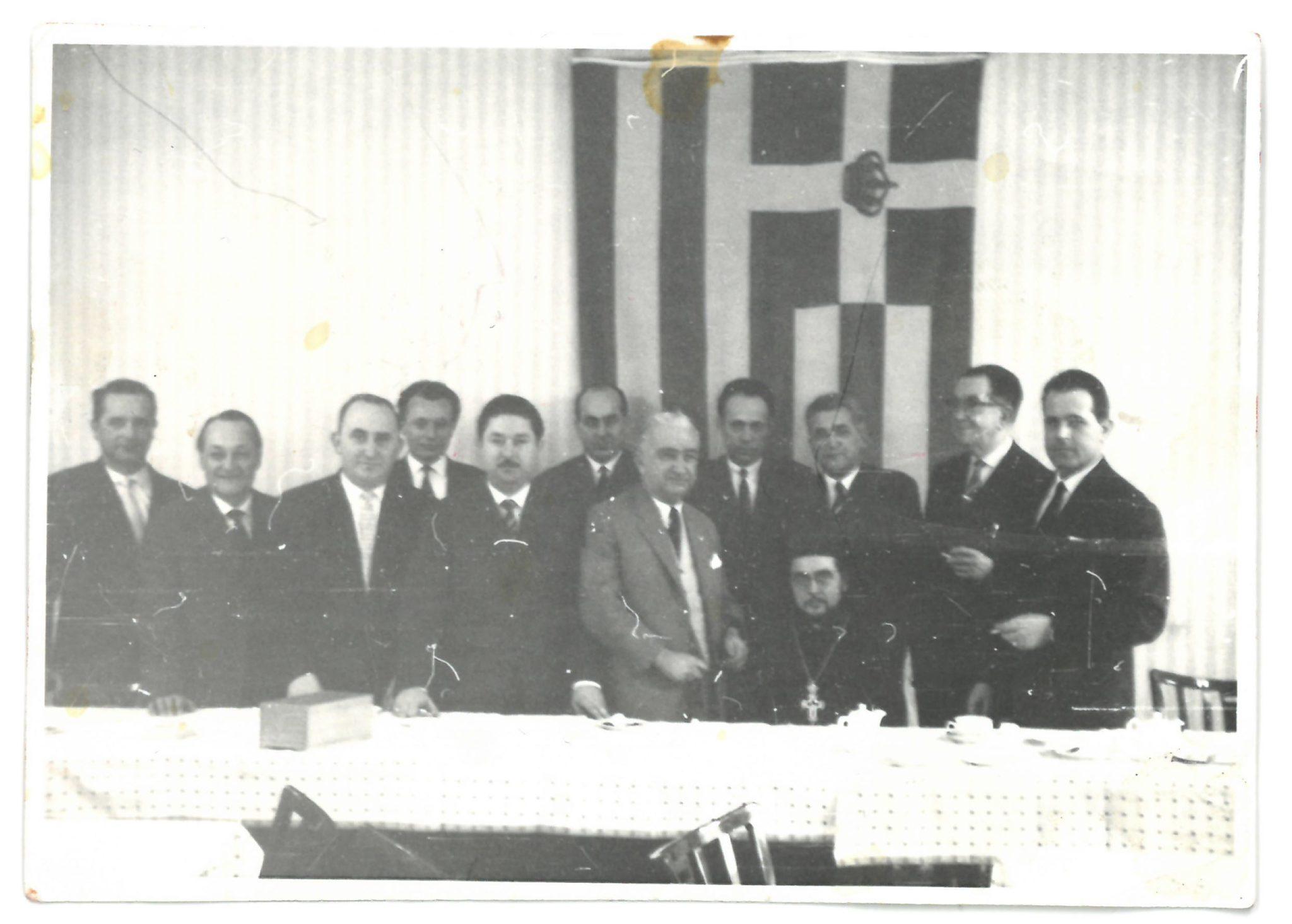 Gruppenfoto in schwarzweiss