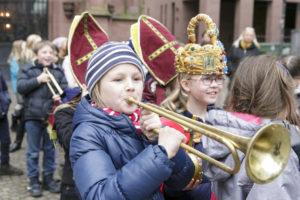 Kinder mit Musikinstrumenten