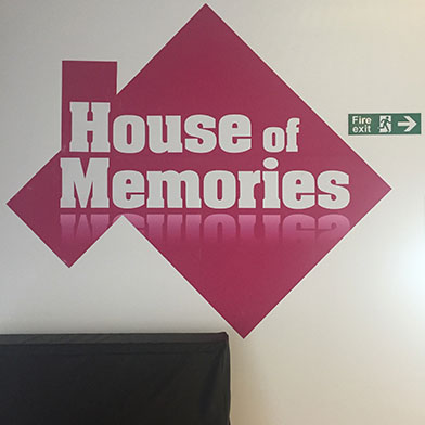 Logo mit House of Memories, Liverpool