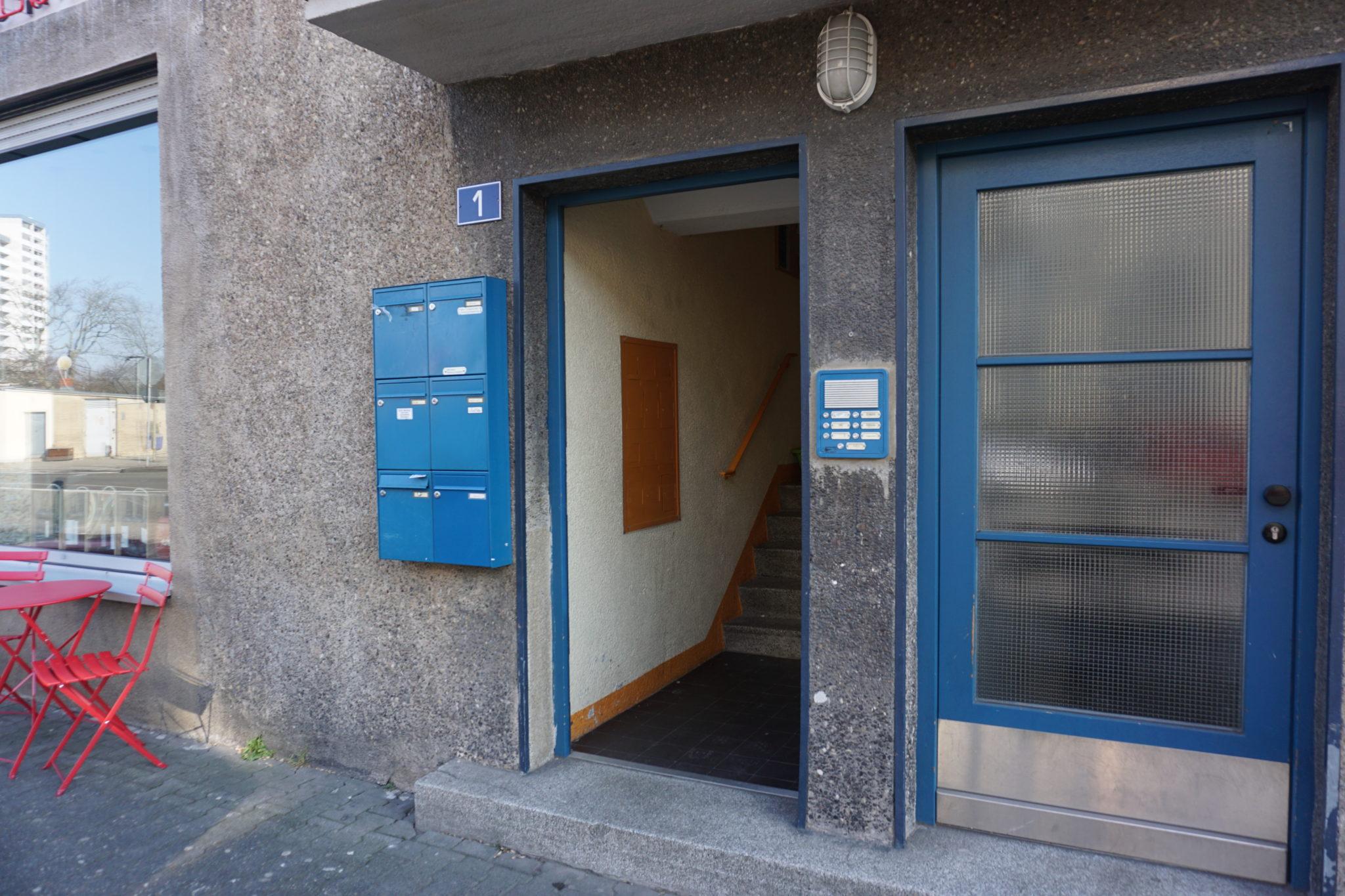 Feldforschung - Sachsenhausen, Heimatsiedlung - Hauseingang