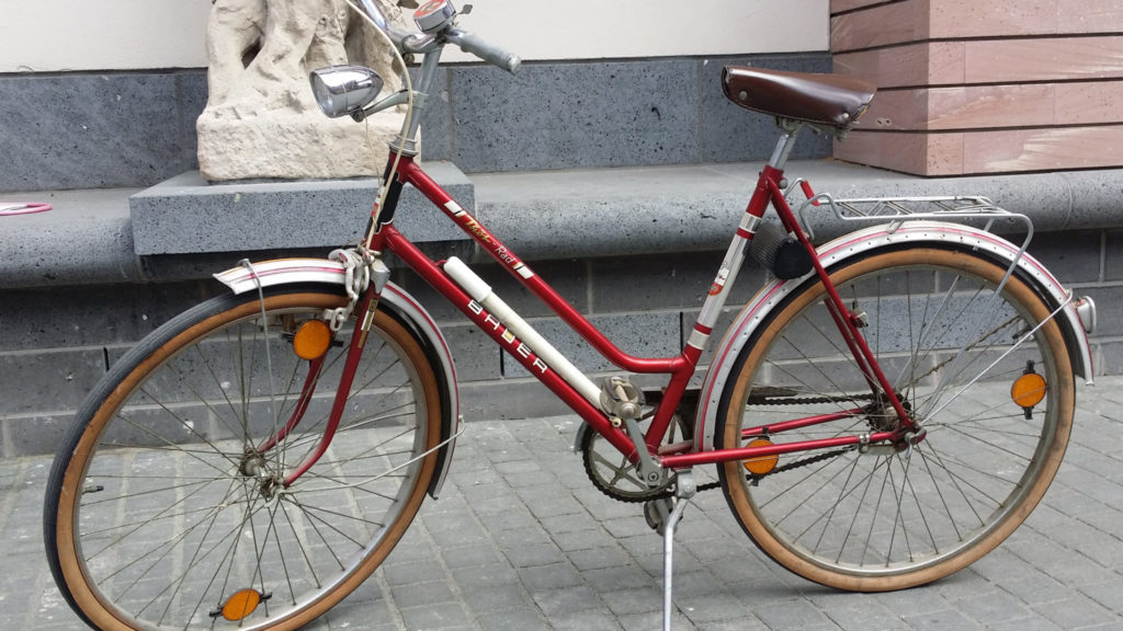 Damenrad auf dem Museumsplatz