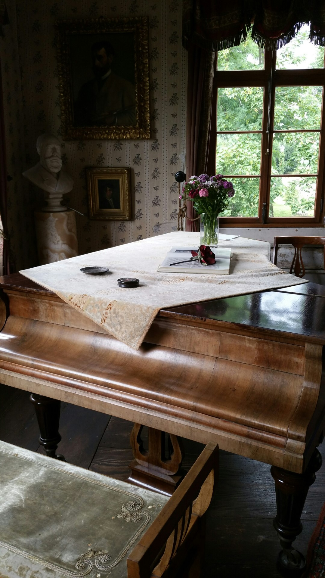 Blick in das Innere des Brentano-Hauses: Klavier