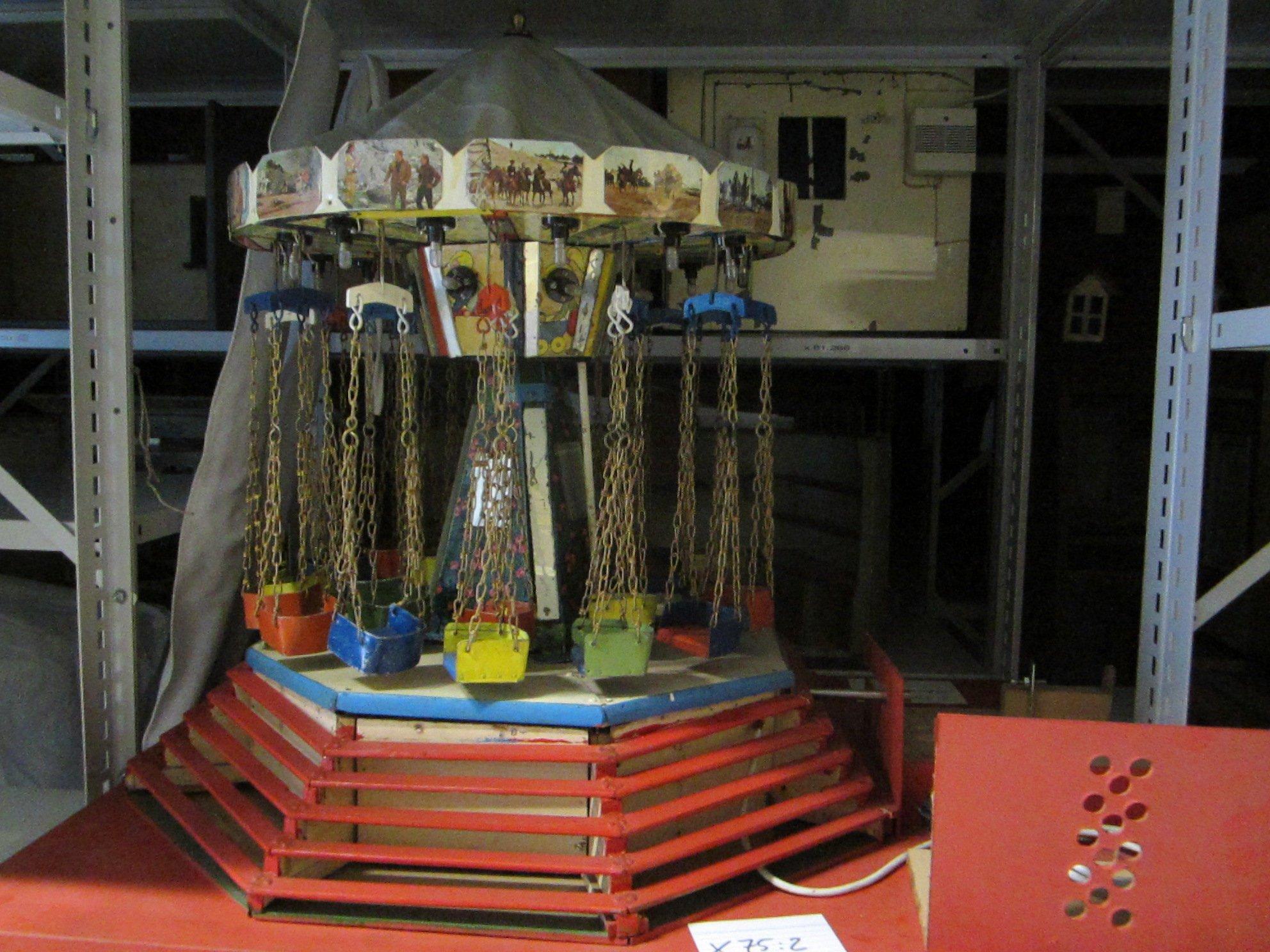 Kettenkarussell mit Winnetou-Dekoration