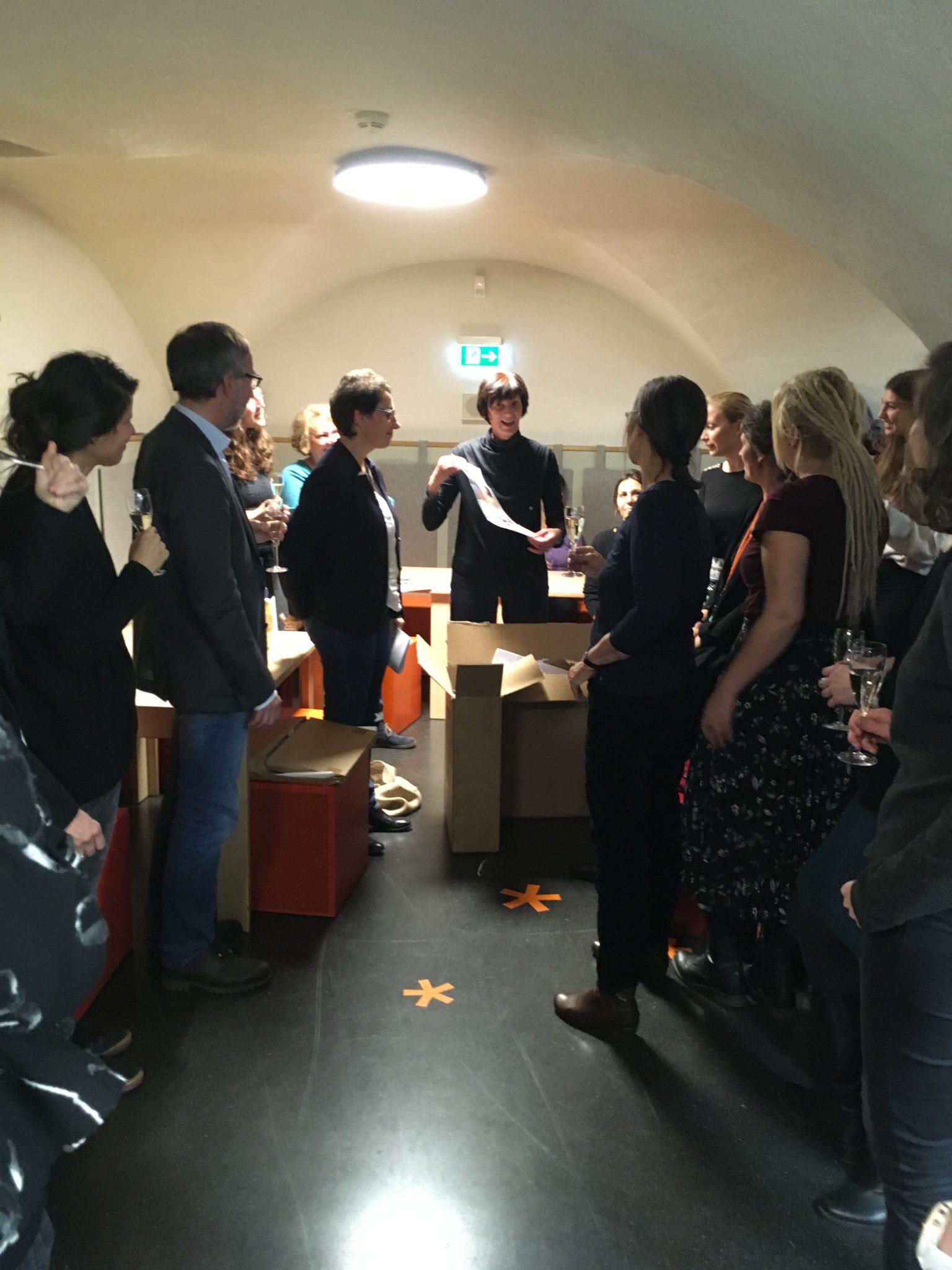 Blick in den Raum mit vielen Kolleginnen