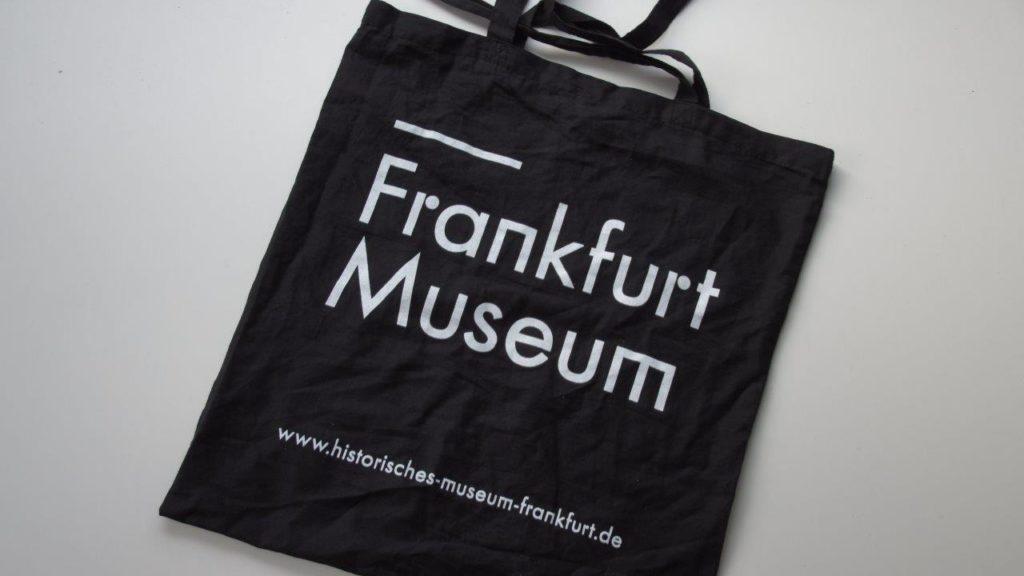 Tasche mit dem Schriftzuge Frankfurt Museum