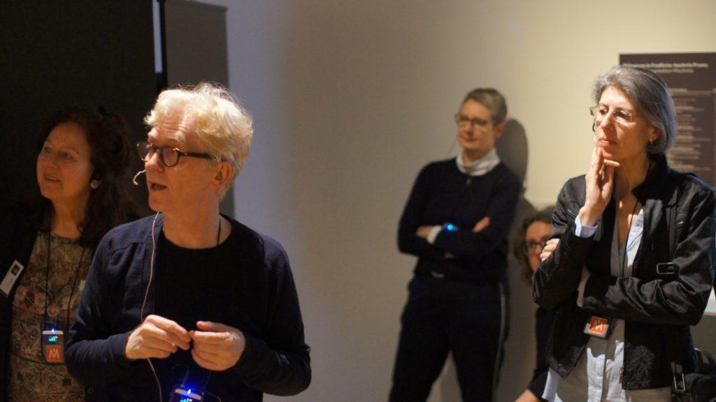 Personen in der Ausstellung