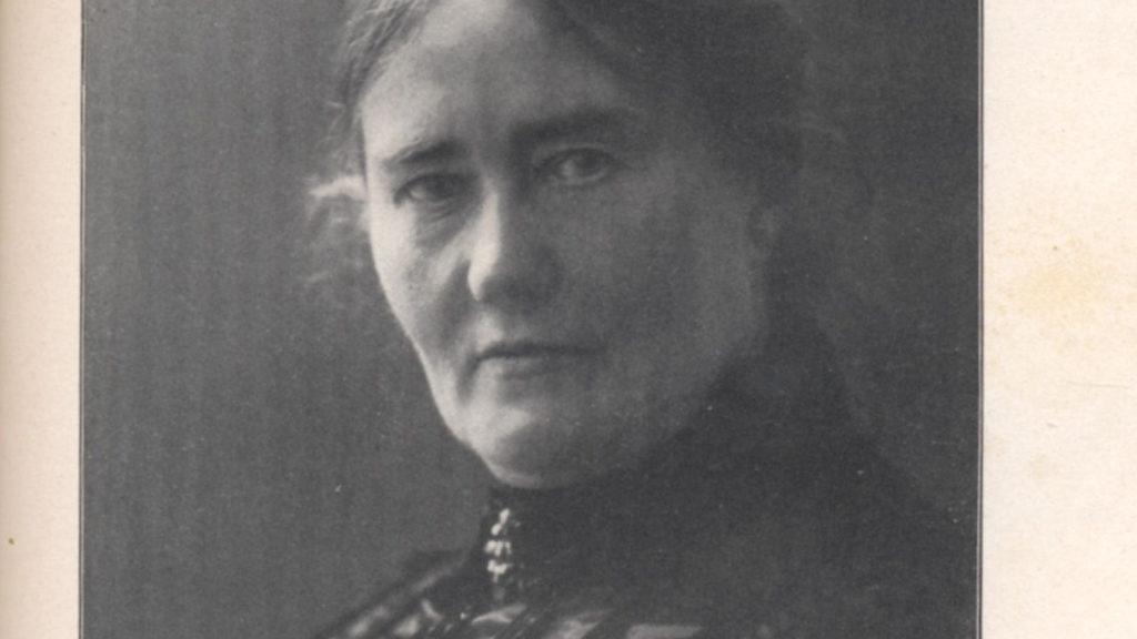 schwarz-weiß Porträt von Helene Lange mit Dutt