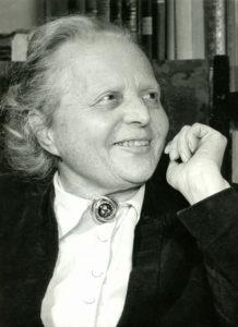 Porträt einer Frau in Schwarz-Weiß